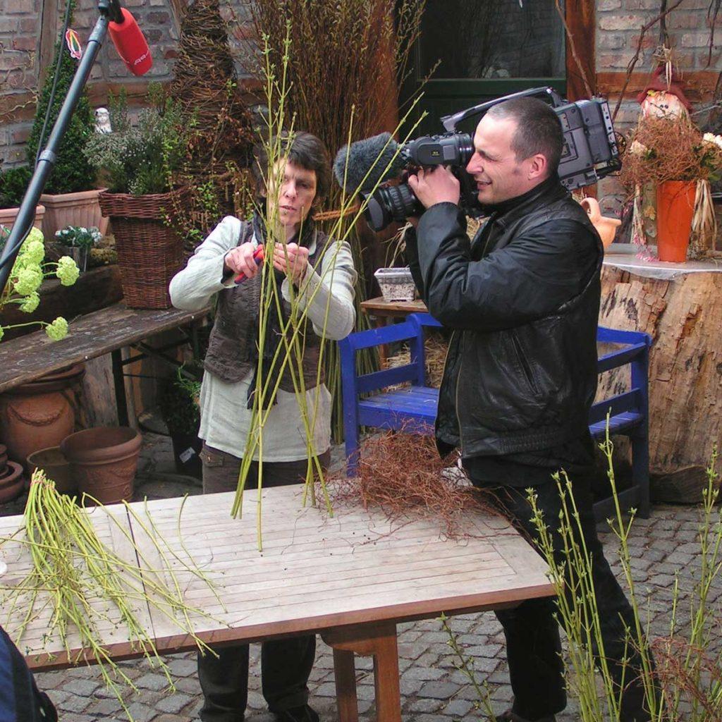 Yvonne bei Aufnahmen zur Gartenzeit des rbb
